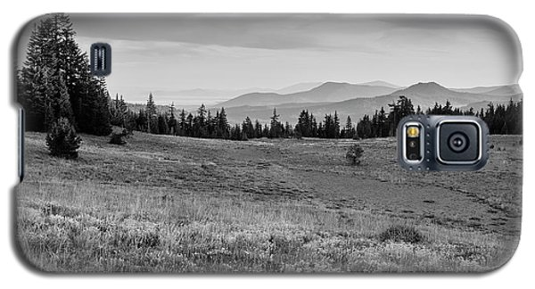 Galaxy S5 Case featuring the photograph End Of Day In B W by Frank Wilson