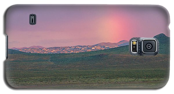 Galaxy S5 Case featuring the photograph End Of Rainbow by Hitendra SINKAR