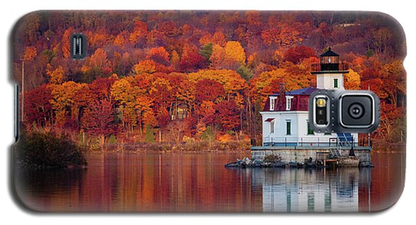 Galaxy S5 Case featuring the photograph Esopus Lighthouse In Late Fall #1 by Jeff Severson