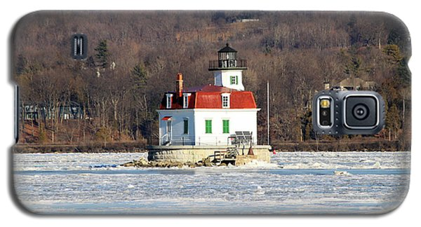 Galaxy S5 Case featuring the photograph Esopus Lighthouse In Winter #2 by Jeff Severson