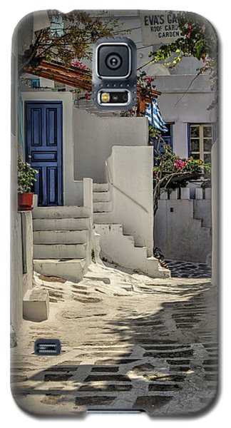 Galaxy S5 Case featuring the photograph Eva's Garden Cafe Mykonos by Tom Prendergast