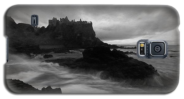 Galaxy S5 Case featuring the photograph Evening At Dunluce by Roy  McPeak