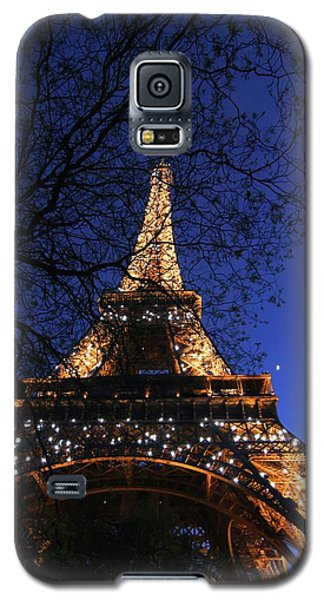 Galaxy S5 Case featuring the photograph Evening At The Eiffel Tower by Heidi Hermes
