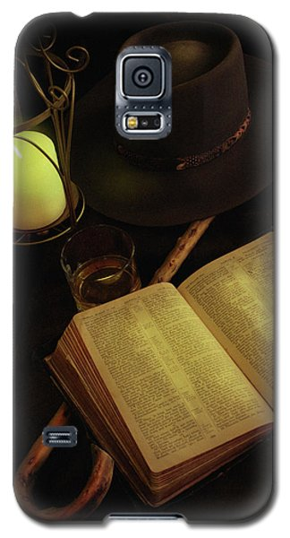 Galaxy S5 Case featuring the photograph Evening Reading by Ann Lauwers