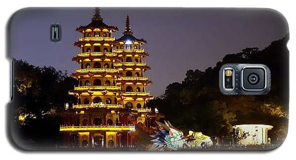 Evening View Of The Dragon And Tiger Pagodas In Taiwan Galaxy S5 Case