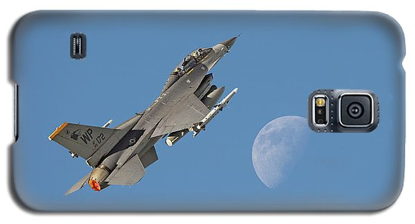 Galaxy S5 Case featuring the photograph F16 - Aiming High by Pat Speirs