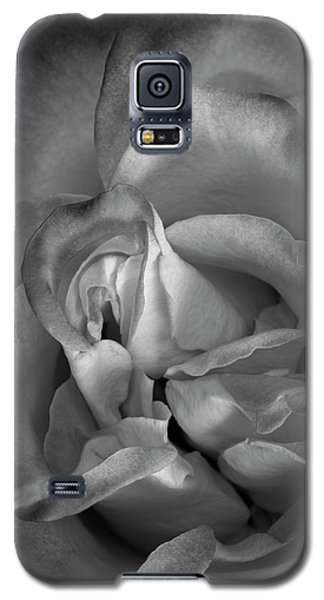 Galaxy S5 Case featuring the photograph Fading Beauty by Mike Lang