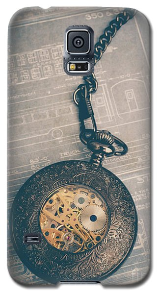 Galaxy S5 Case featuring the photograph Fading Time by Edward Fielding