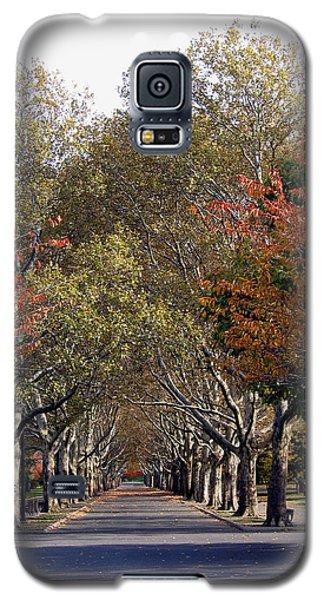Fall At Corona Park Galaxy S5 Case by Suhas Tavkar