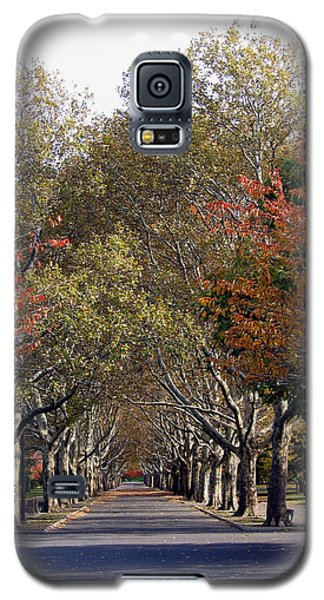 Galaxy S5 Case featuring the photograph Fall At Corona Park by Suhas Tavkar