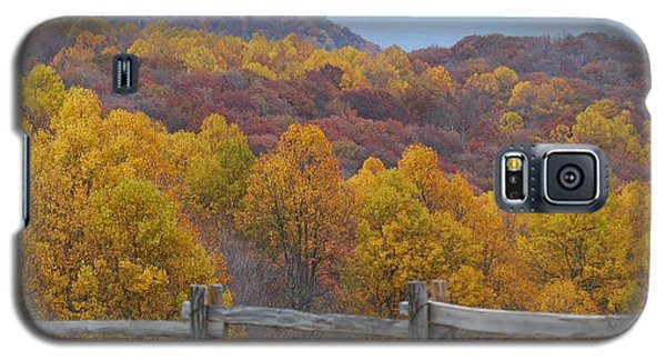 Galaxy S5 Case featuring the photograph Fall Blend by Eric Liller
