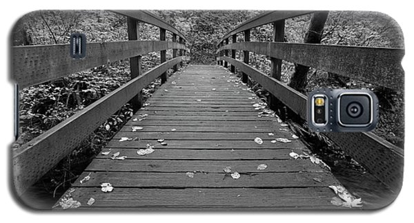 Galaxy S5 Case featuring the photograph Fall In Oregon Bw by Jonathan Davison