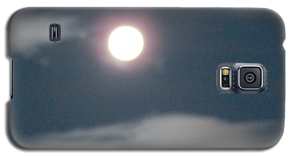 Galaxy S5 Case featuring the photograph Fall Moon by Bonnie Muir