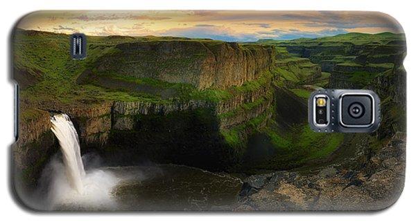 Falling Galaxy S5 Case by Ryan Manuel