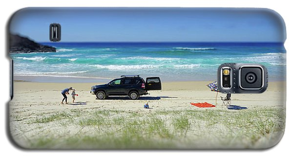 Family Day On Beach With 4wd Car  Galaxy S5 Case