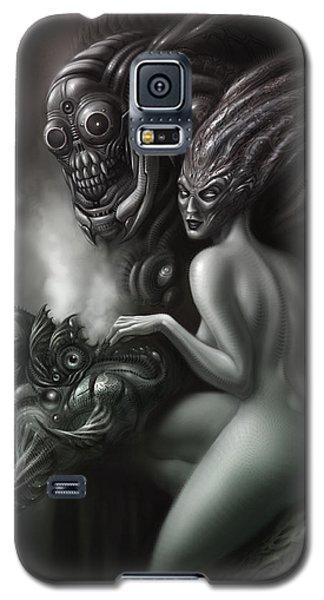 Aliens Galaxy S5 Case - Family Portrait by Alex Ruiz