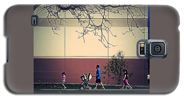 Family Walk To The Park Galaxy S5 Case