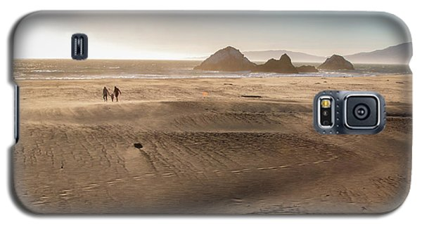 Family Walking On Sand Towards Ocean Galaxy S5 Case