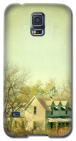Galaxy S5 Case featuring the photograph Farmhouse In Arkansas by Jill Battaglia