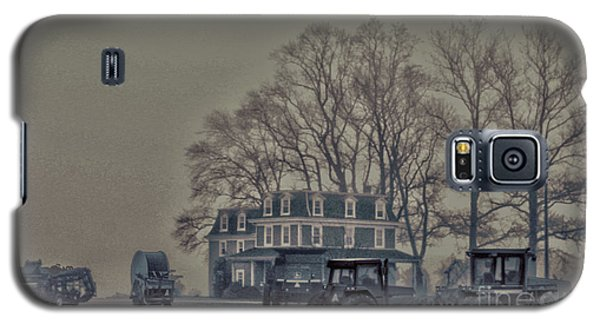 Galaxy S5 Case featuring the photograph Farmhouse In Morning Fog by Sandy Moulder