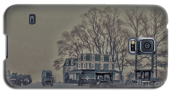 Farmhouse In Morning Fog Galaxy S5 Case by Sandy Moulder