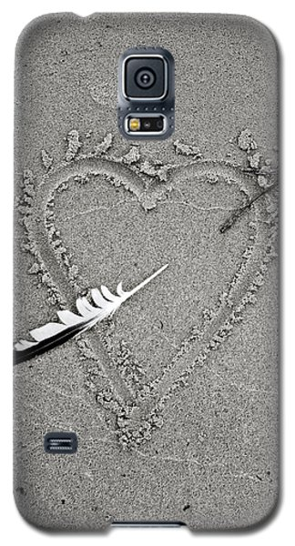 Feather Arrow Through Heart In The Sand Galaxy S5 Case