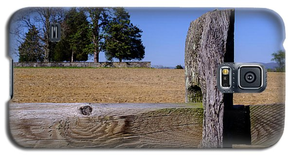 Fence And Farm On A Civil War Battlefield In Antietam Creek Mary Galaxy S5 Case