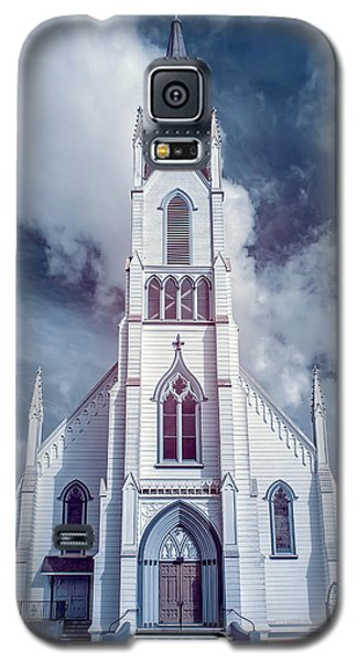 Galaxy S5 Case featuring the photograph Ferndale Church In Infrared by Greg Nyquist