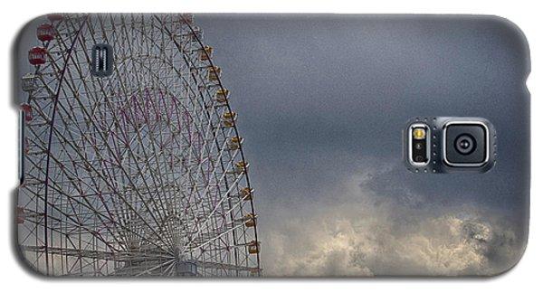 Galaxy S5 Case featuring the photograph Ferris Wheel by Tad Kanazaki