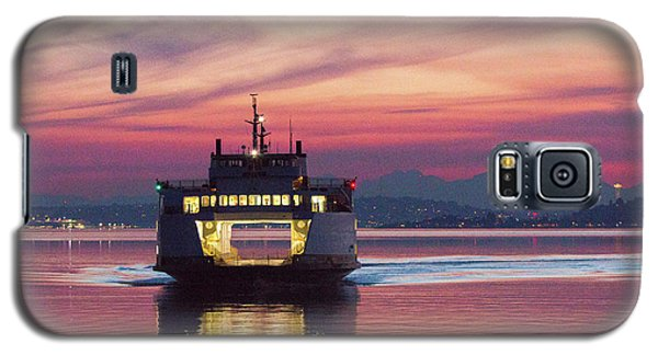 Ferry Issaquah Docking At Dawn Galaxy S5 Case by E Faithe Lester