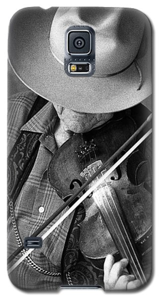 Galaxy S5 Case featuring the photograph Fiddler #1 by Jim Mathis