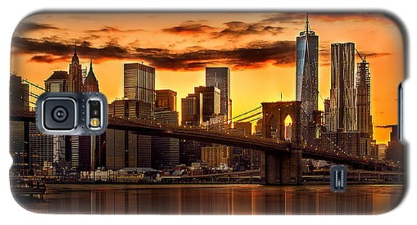 Fiery Sunset Over Manhattan  Galaxy S5 Case by Az Jackson