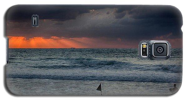 Final Light Galaxy S5 Case by Uri Baruch