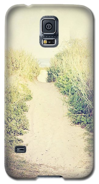 Galaxy S5 Case featuring the photograph Finding Your Way by Trish Mistric