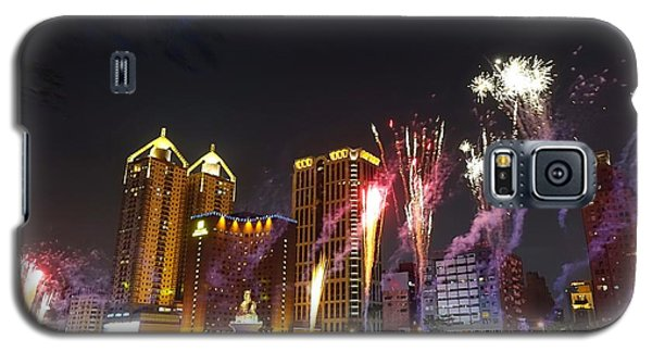 Galaxy S5 Case featuring the photograph Fireworks Along The Love River In Taiwan by Yali Shi