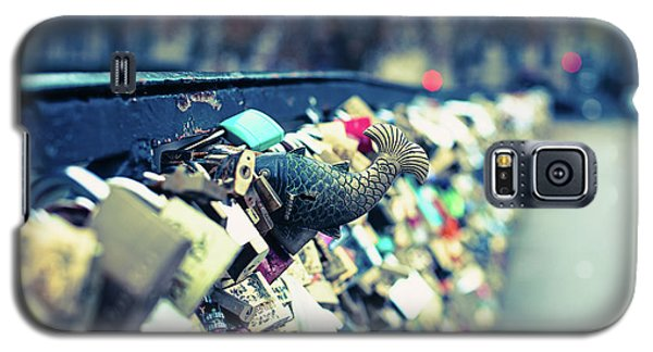 Galaxy S5 Case featuring the photograph Fish Out Of Water - Pont Des Arts Love Locks - Paris Photography by Melanie Alexandra Price