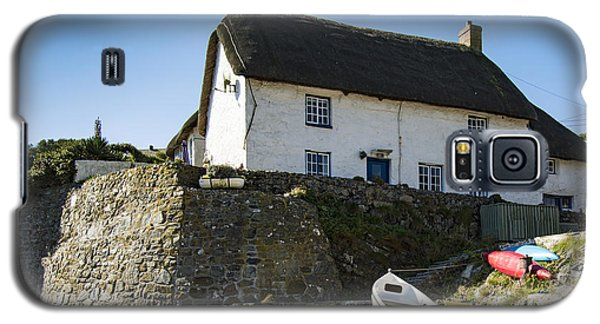 Galaxy S5 Case featuring the photograph Fishermans Cottage by Brian Roscorla
