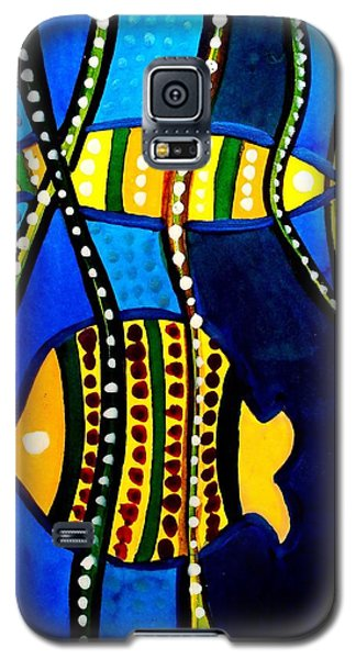 Galaxy S5 Case featuring the painting Fishes With Seaweed - Art By Dora Hathazi Mendes by Dora Hathazi Mendes