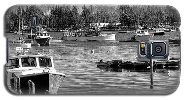 Galaxy S5 Case featuring the photograph Fishing Boats In Friendship Harbor In Winter by Olivier Le Queinec