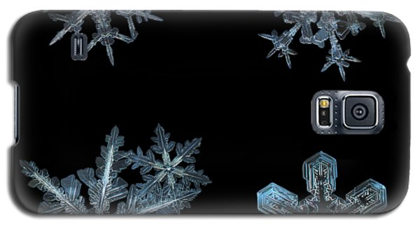 Five Snowflakes On Black 3 Galaxy S5 Case