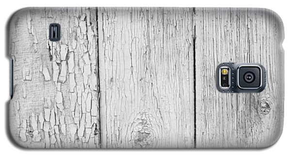 Galaxy S5 Case featuring the photograph Flaking Grey Wood Paint by John Williams