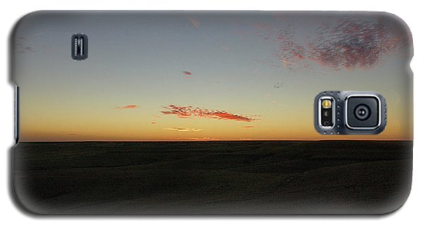 Galaxy S5 Case featuring the photograph Flint Hills Dusk by Thomas Bomstad