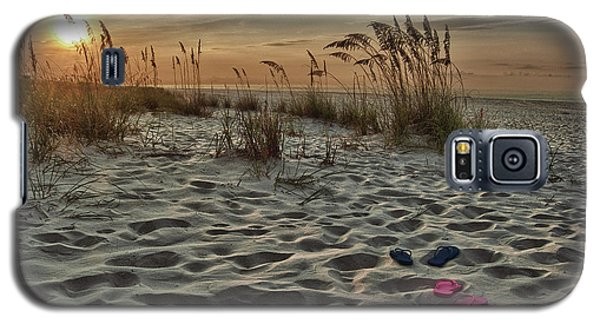 67eab9e3181f21 Gulf Shores Alabama Galaxy S5 Case - Flipflops On The Beach by Michael  Thomas