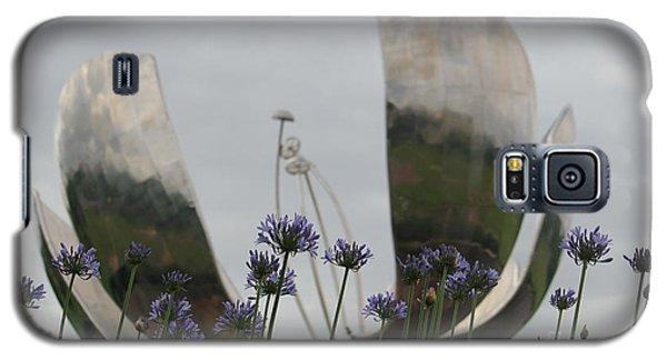 Floralis Generalis Galaxy S5 Case by Wilko Van de Kamp