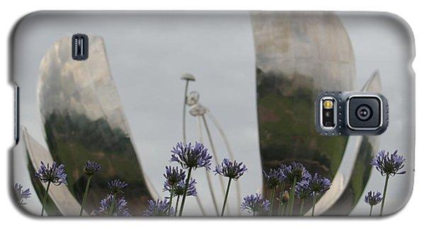 Floralis Generalis Galaxy S5 Case