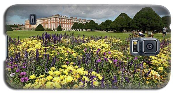Flower Bed Hampton Court Palace Galaxy S5 Case