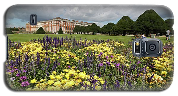 Flower Bed Hampton Court Palace Galaxy S5 Case