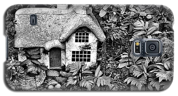 Flower Garden Cottage In Black And White Galaxy S5 Case