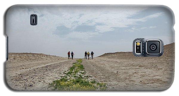 Flowering In The Desert Galaxy S5 Case by Yoel Koskas