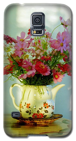 Galaxy S5 Case featuring the photograph Flowers In A Teapot by Patricia Greer